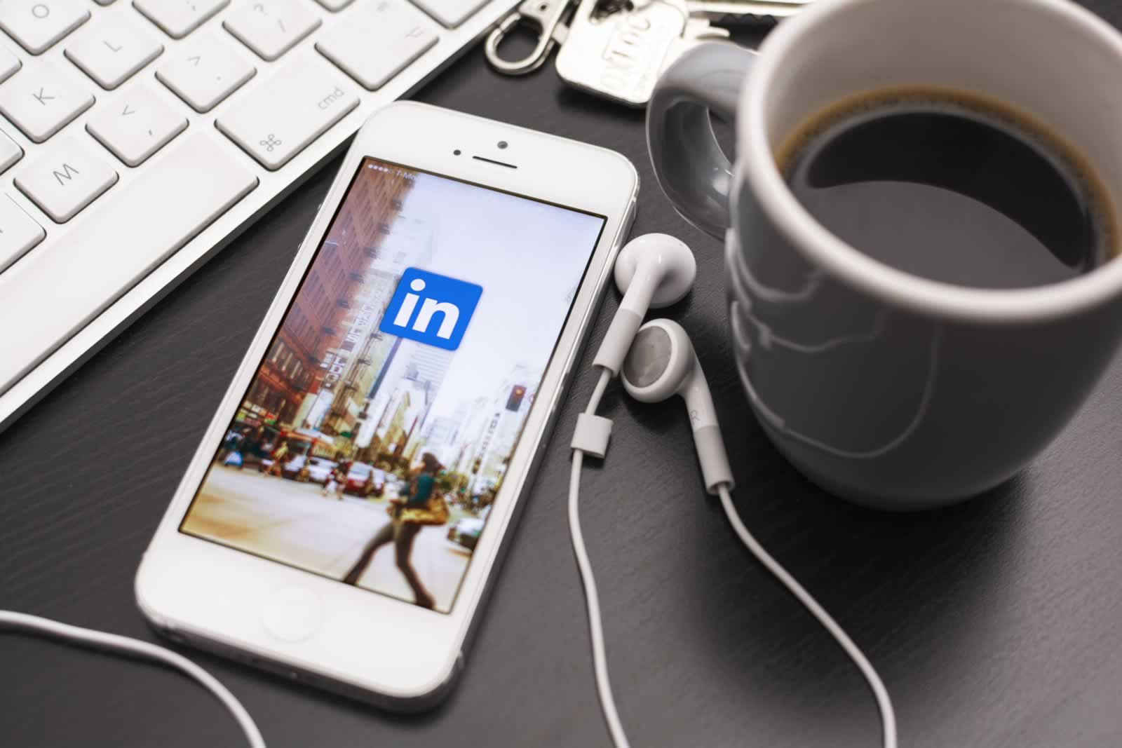 7 Great Reasons to be on LinkedIn:image 7-reasons-to-be-on-LinkedIn